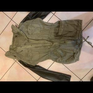Aritzia S Babaton jacket - fits more like M- BNWOT
